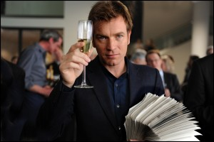 ghost_writer_movie_image_ewan_mcgregor_and_pierce_brosnan-1